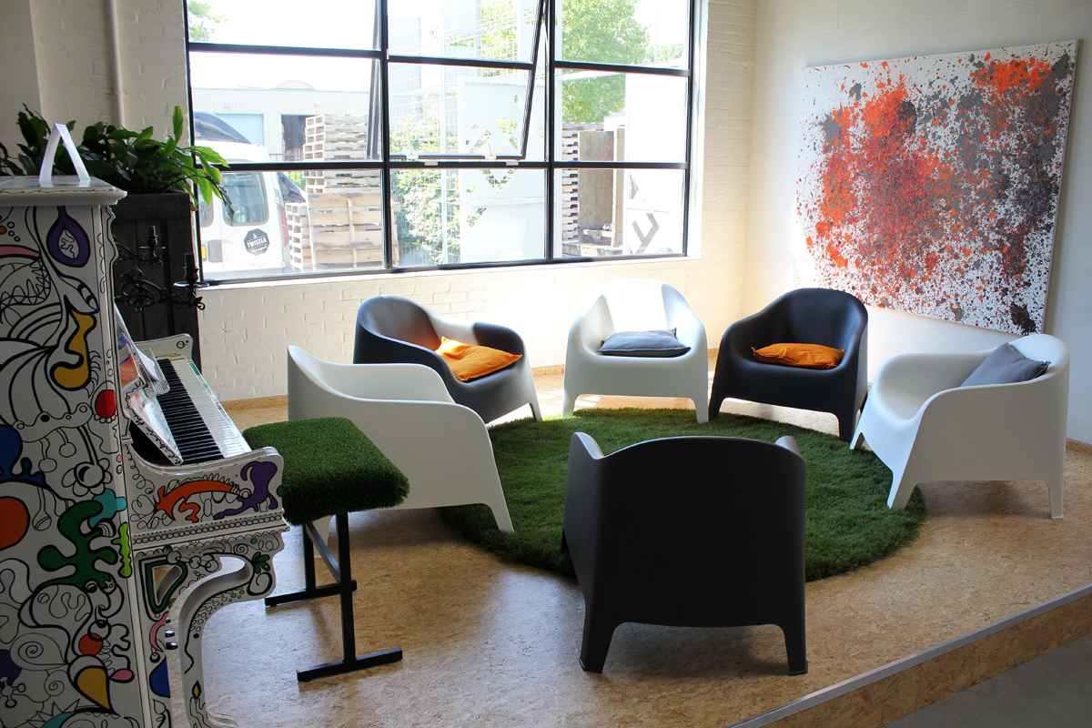 synthetic-grass-for-your-indoor-spaces